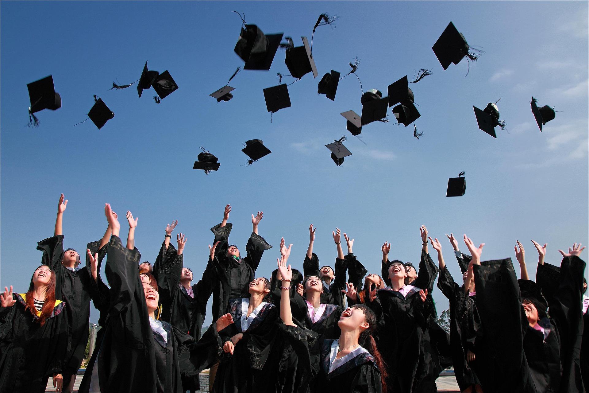 Graduation Motarboard Toss